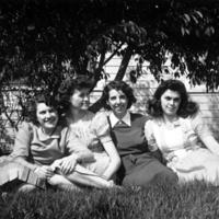 USO Beehive house women volunteers, 1942